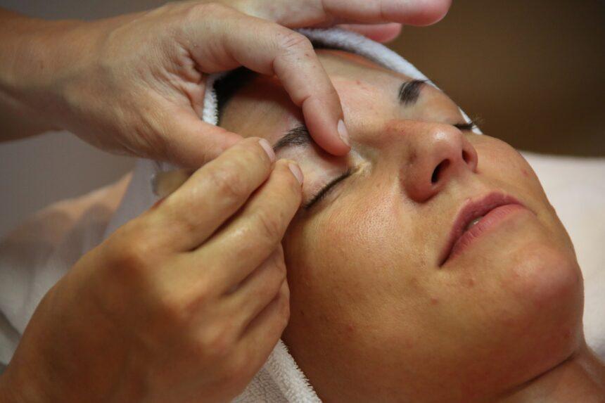 Najskuteczniejsze zabiegi kosmetyczne na twarz, starzenie się skóry